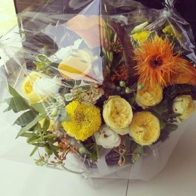 [플라워바스켓]* 신부님 영명축일 선물로 드린 옐로우&오렌지 컬러의 꽃바구니!^^ | 블로그