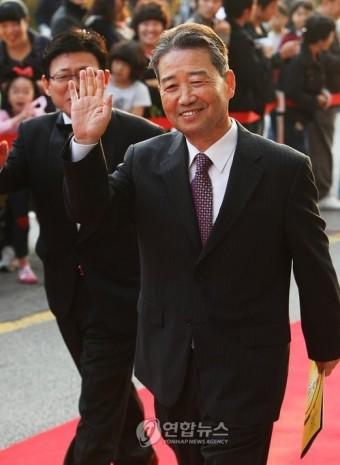 환하게 웃는 김병조