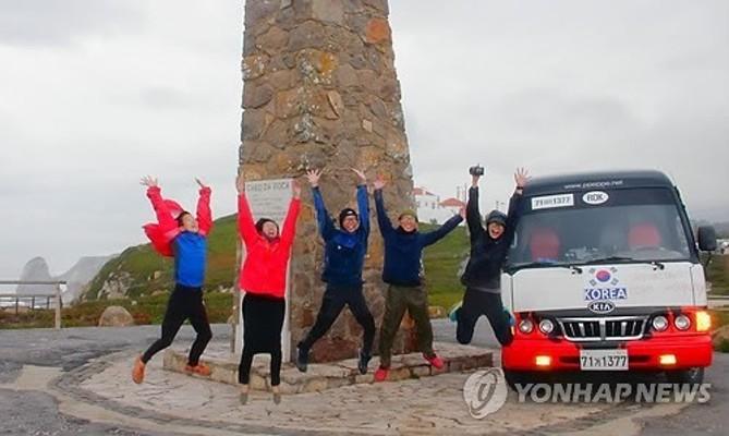 울산 '빼빼가족' 미니버스로 유라시아대륙 횡단 성공   포토뉴스