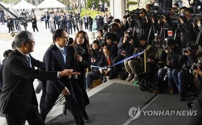 [일지] 이명박 전 대통령 수사부터 '징역 17년' 확정까지 | 포토뉴스