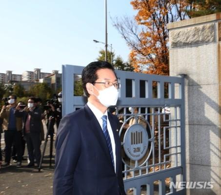'부정선거 혐의' 정정순 의원 검찰 출석