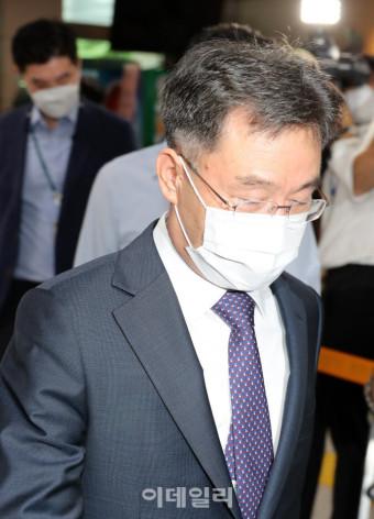 [포토]화천대유 대주주 김만배, 경찰 출석