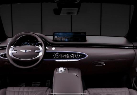 제네시스, GV70 공개...스포츠 패키지 전용 스티어링 휠 탑재 | 포토뉴스