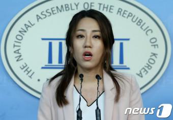기자회견 하는 조성은 국민의당 디지털소통위원장