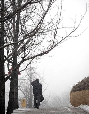 '우산 챙기세요' 오늘 찬바람 불고 전국 곳곳 눈비…미세먼지 주의 (내일·이번주 주간날씨 일기예보)