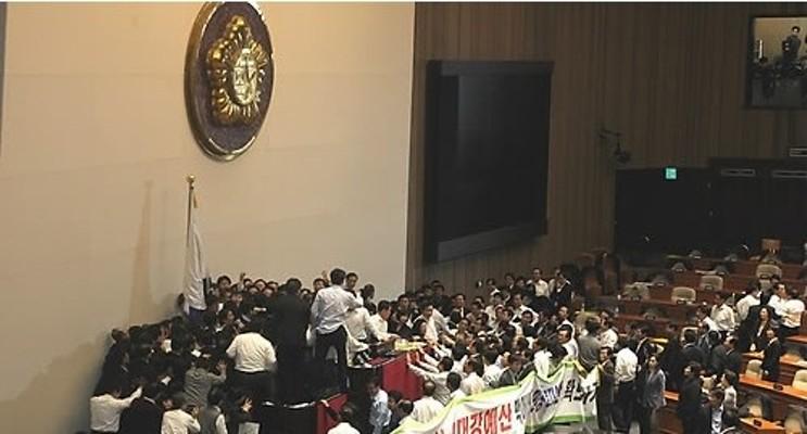 선진 의회, `난장판 폭력'은 없다