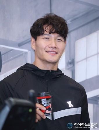 [아통 포토] 김종국, '근육맨의 눈빛 감성~'