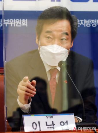 [포토] 인사말하는 이낙연 대표