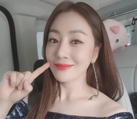 '식스센스' 예능 샛별 오나라, 유재석 만났다...나이부터 출연작, 남자친구 관심↑   포토뉴스