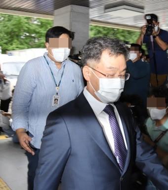 """""""참 기막힌 타이밍""""…곽상도 子 사태 직후 김만배 경찰 출석"""