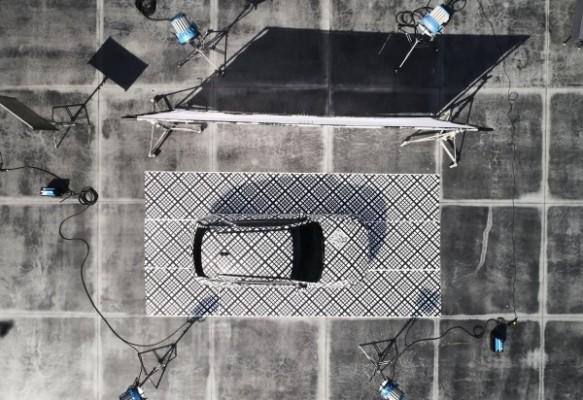 'G-매트릭스 패턴 눈길' 제네시스, GV70 티저 공개. 한 달 간 전국 도로서 시험주행 | 포토뉴스