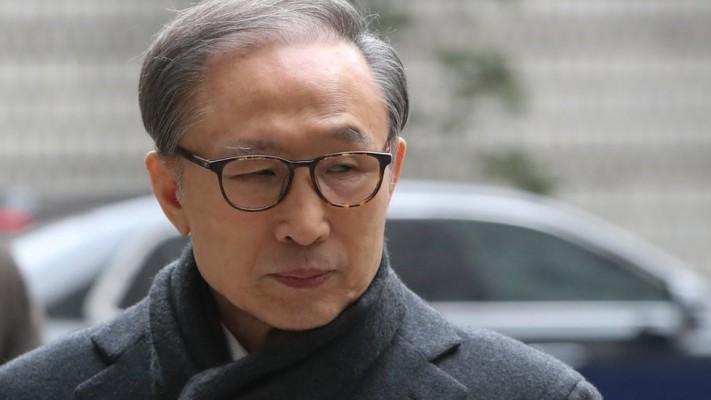 이명박: '뇌물·횡령' 이명박 전 대통령, 징역 17년 확정…재수감 | 포토뉴스