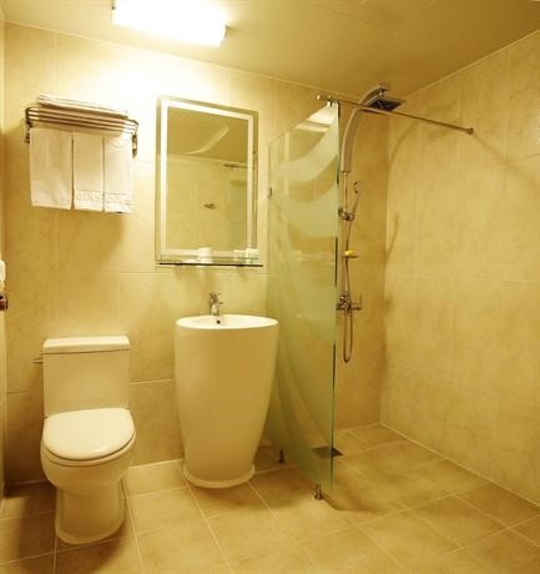 ?src=http%3A%2F%2Fmedia.hotelscombined.com%2FHI348931802.jpg&type=a540&quality=100