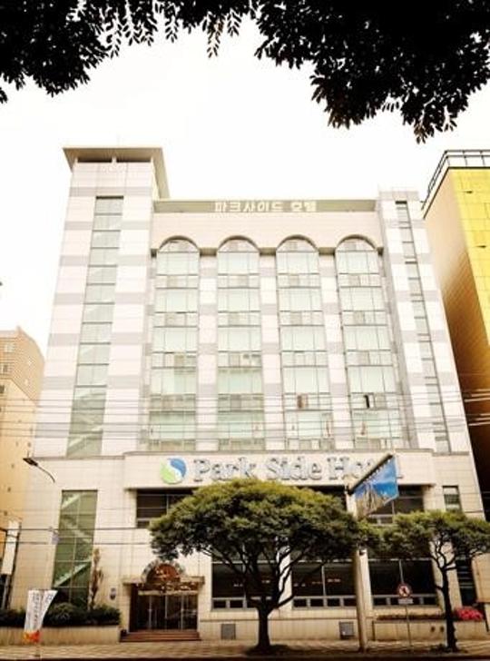 ?src=http%3A%2F%2Fmedia.hotelscombined.com%2FHI348931805.jpg&type=a540&quality=100