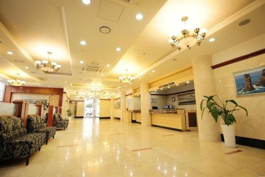?src=http%3A%2F%2Fmedia.hotelscombined.com%2FHI348931807.jpg&type=a540&quality=100