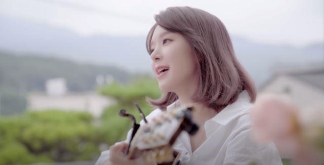 """AOA 출신 초아, 유튜브로 3년만 복귀 """"가창력, 반달눈 여전해"""""""