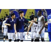 삼성에 승리한 KCC 서울 삼성 썬더스