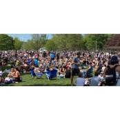 캐나다 토론토 공원 재개방에 인파…마스크 착용도 안지켜 토론토