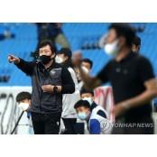 작전 지시하는 임완섭 인천유나이티드FC 인천 감독