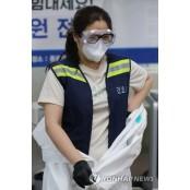 아이스조끼 입는 간호사 간호사