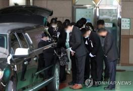 철거건물 붕괴참사 희생자 첫 발인…'아픔 없는 곳으로'(종합)