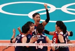 -올림픽- 여자배구, 일본 심장부서 한일전 '5세트 대역전'으로 8강 확정