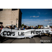 美 디트로이트 흑인 사망 시위 현장서 총격…19세 디트로이트 숨져