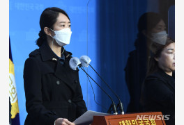 """고민정, '친문 적자' 김경수 징역에 """"먹기만 하면 체한다"""""""