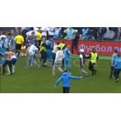 러시아 프로축구 리그 제니트, 관중 난입으로 경기 축구라이브스코어