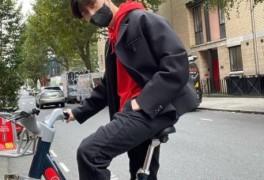 박서준, 영국서 자전거 타는 일상 공개 '훈훈'