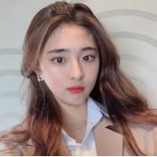 아이돌 뺨치는 비주얼…축구선수 강수진 누구?