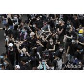 홍콩 시위 유탄맞은 홍콩콘돔 日 포카리스웨트