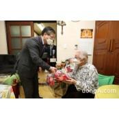 LH, 100세 이상 어르신에 건강용품 한국성인용품 전달
