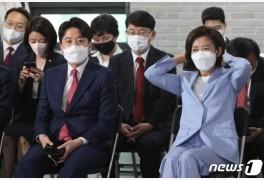 """'3연패' 나경원, 정치적 위기…李 """"중차대 역할 부탁드릴 것"""""""