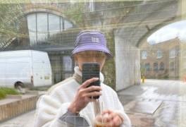 박서준, '위드 코로나' 영국서 노 마스크로 전한 근황...여전히 잘생김