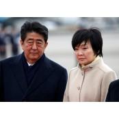 """외출자제령속 부인의 신사참배 오카모토 스캔들…아베 """"내가 허락했다"""" 오카모토"""