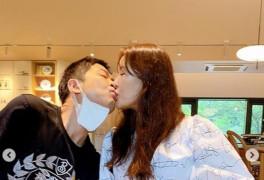 """장영란, '♥한창'과 카페서 과감한 키스..남 눈치 안보는 잉꼬부부 """"많이 사랑..."""