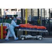 10분마다 심폐소생술… 뉴욕 응급실은 '코로나 병원테이프 야전병원'