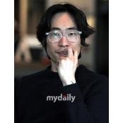 """[종합] """"제 여자친구는, 화가입니다""""…류승범, 10세연하 외국인 여친과 여친 결혼+임신 소감 발표"""