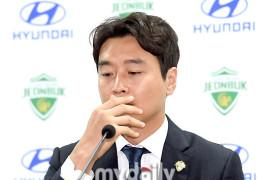'은퇴 기자회견' 이동국, 부모님 이야기에 끝내 눈물