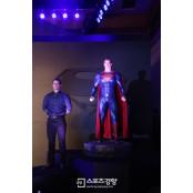 """'슈퍼맨' 헨리 카빌 슈퍼맨 배트맨 차이 """"슈퍼 히어로물 몰락 슈퍼맨 배트맨 차이 스필버그 발언, 동의하지 슈퍼맨 배트맨 차이 않는다"""""""