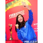 심서연 `월드컵 트로피와 얼짱토토 얼짱각도 셀카` [MK포토] 얼짱토토