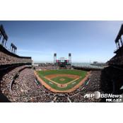 샌프란시스코 자이언츠, 홈구장 골든스테이트 워리어스 홈구장 명칭 오라클 파크로 골든스테이트 워리어스 홈구장 변경