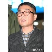 """김건모 CCTV 제출 배트맨스포츠 """"사건 당시 배트맨 배트맨스포츠 티셔츠 입지 않았다"""" 배트맨스포츠"""