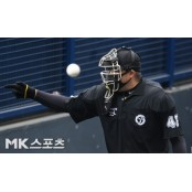 "KBO 심판 강등에 MLB 놀란 美매체 ""MLB, MLB 보고 배워"""