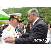 15사단장 격려하는 콜롬비아 주한대사
