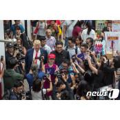 싱가포르 쇼핑몰에 트럼프 대통령과 김정은 위원장이?
