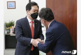 김기현, 배진교 신임