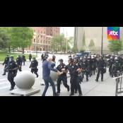 트럼프, 경찰이 밀쳐 경찰수갑 다친 70대 시위자에 경찰수갑 음모론 제기