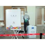 코로나 총선… 투표장서 수술장갑 비닐장갑 나눠준다